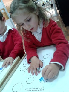 girl coloring circles