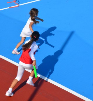 running girls with shadows